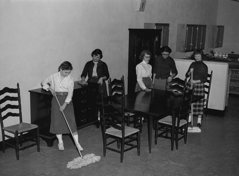Loudoun County High School Home Ec class, 1955